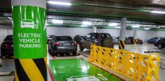 зарядки-электромобилей-на-парковках